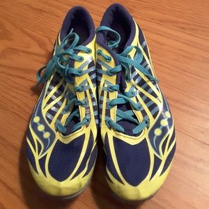Saucony racing shoe sneaker size 7.5 blue yellow